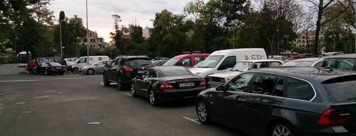 Общински паркинг is one of Lugares favoritos de Berkant.