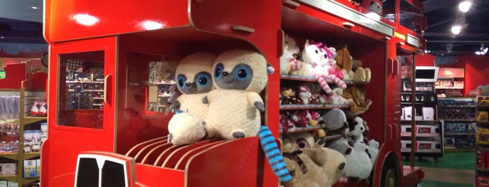 Hamleys is one of Anastasiaさんのお気に入りスポット.