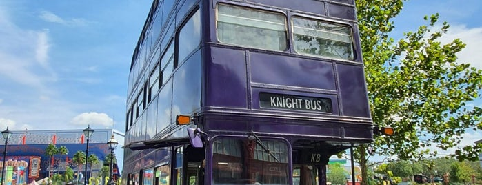 Knight Bus is one of Tempat yang Disukai Super.