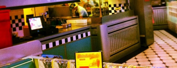 Yesterday American Diner is one of MADRID ★ Hamburguesas ★.