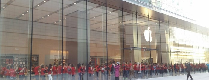Apple China Central Mall is one of Lugares favoritos de Edward.
