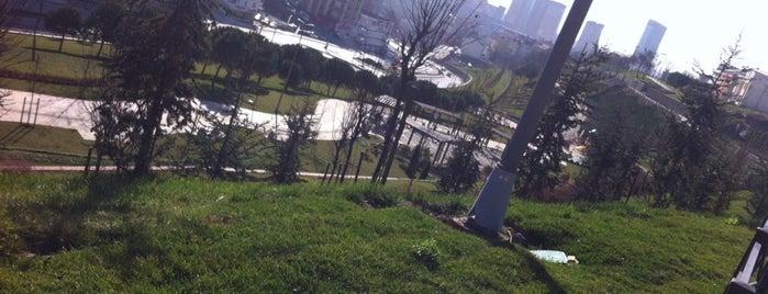 Akdeniz parkı is one of สถานที่ที่ H ถูกใจ.
