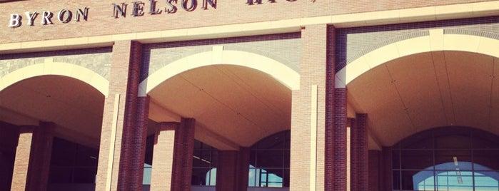 Byron Nelson High School is one of Terry'in Beğendiği Mekanlar.