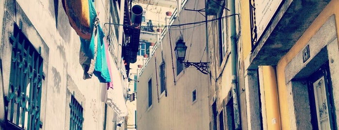 Alfama is one of Lizbon gezi.