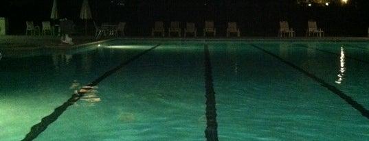 Hillsborough Swim Club is one of Lieux qui ont plu à JoAnn.