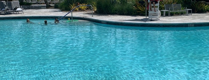 Woodfield Country Club Pool is one of สถานที่ที่ Charles ถูกใจ.