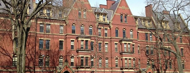 Harvard University is one of Tempat yang Disimpan Oliver.