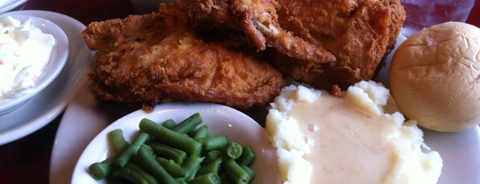 Rail House Restaurant & Brewpub is one of Tempat yang Disukai Rob.