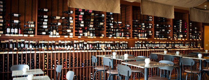 d'Vine Wine Bar & Shop is one of Lashondra's Saved Places.