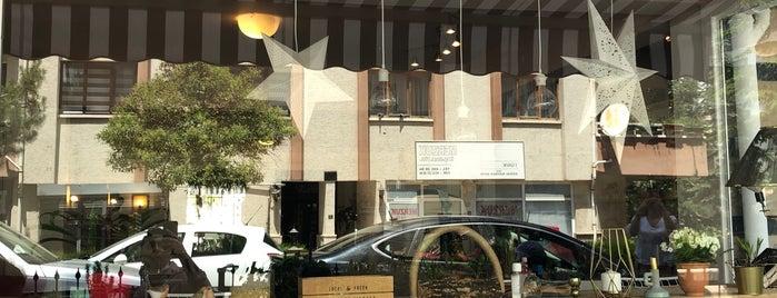Cafe Piaf is one of Locais curtidos por Selcan.