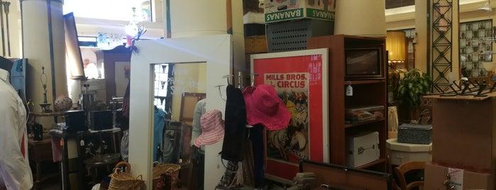 New Elephant resale shop is one of Jackie: сохраненные места.