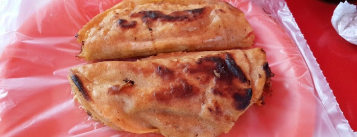 Tacos de barbacoa Ruben's is one of Gespeicherte Orte von Zira.