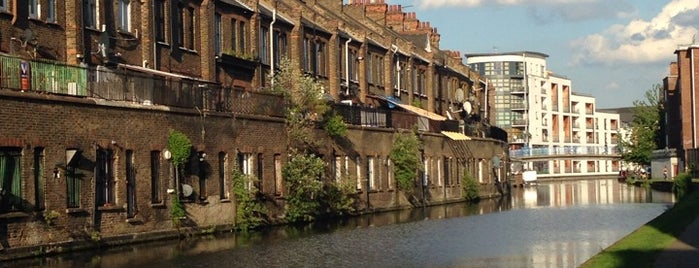The halfpenny step canal is one of London.