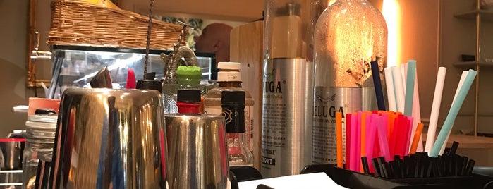 Beluga Bar & Kitchen is one of Drinks bcn.