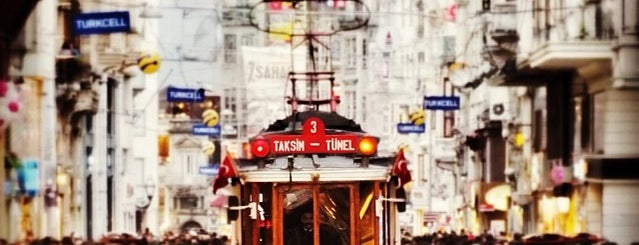 İstiklal Caddesi is one of Lugares favoritos de Metin.