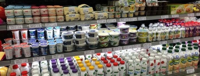 Giassi Supermercado Bucarein is one of Lugares favoritos de Roy.