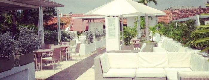 Hotel Casablanca is one of สถานที่ที่ Frank ถูกใจ.