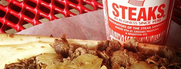 Pat's King of Steaks is one of Lugares favoritos de Mei.