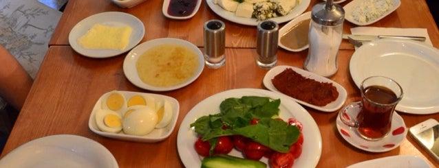 Van Kahvaltı Evi is one of Posti che sono piaciuti a Greta.