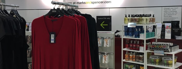 Marks & Spencer is one of Posti che sono piaciuti a Carl.
