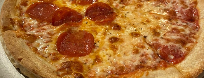 Kings Famous Pizza is one of Henry : понравившиеся места.