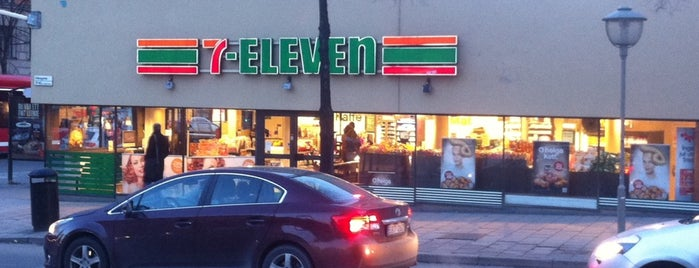 7-Eleven is one of Locais curtidos por Oleksandr.