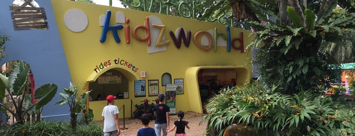 Rainforest Kidzworld is one of Lieux qui ont plu à Ben.