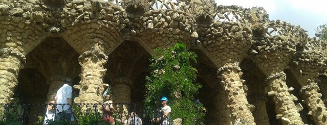 Parc Güell is one of Gidilesi yerler :).