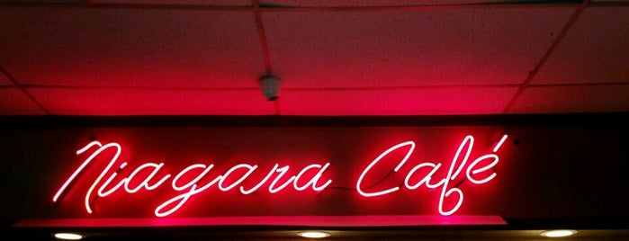 Niagara Cafe is one of Locais curtidos por Laketa.