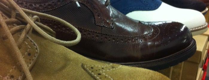 DSW Designer Shoe Warehouse is one of Tempat yang Disukai Kevin.