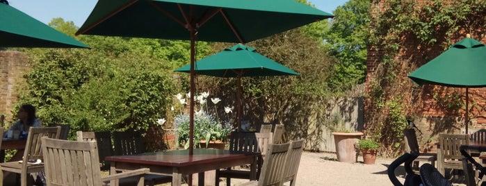 Osterley Park Tea Room is one of Del 님이 좋아한 장소.