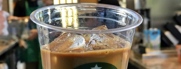Starbucks is one of Mさんのお気に入りスポット.