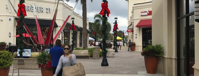 Food Court @ Palm Beach Outlets is one of Posti che sono piaciuti a Steven.