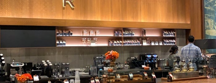 Starbucks Reserve Bar is one of Orte, die Dentist gefallen.