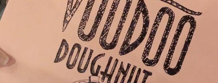 Voodoo Doughnut Universal CityWalk Orlando is one of Tempat yang Disukai Priscila.