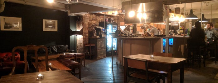 Victualler Wine Bar is one of PUBS & DRINKS - London.