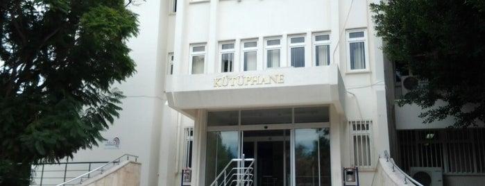 Mersin Üniversitesi Kütüphane is one of Tempat yang Disukai Gamze.