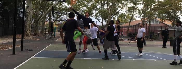 Bushwick Playground Basketball Courts is one of Main Basketball NY Parks.