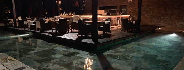 Pool Bar is one of สถานที่ที่ Celia ถูกใจ.