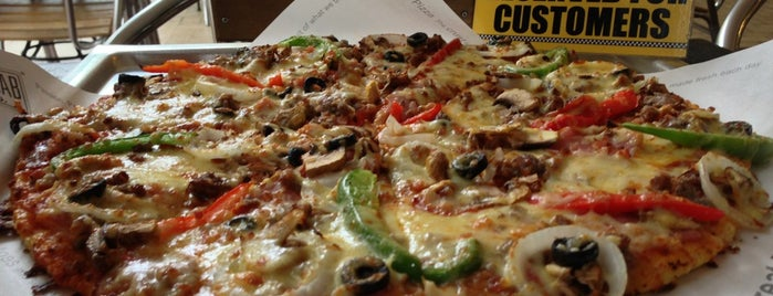 Yellow Cab Pizza Co. is one of Orte, die Shank gefallen.