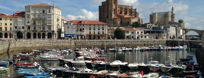 Paseo Maritimo is one of De turismo por Cantabria.