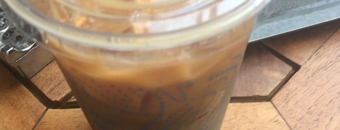 Caribou Coffee is one of Tempat yang Disukai Merve.