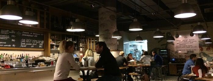 Boston Seafood & Bar is one of Locais curtidos por Julia.