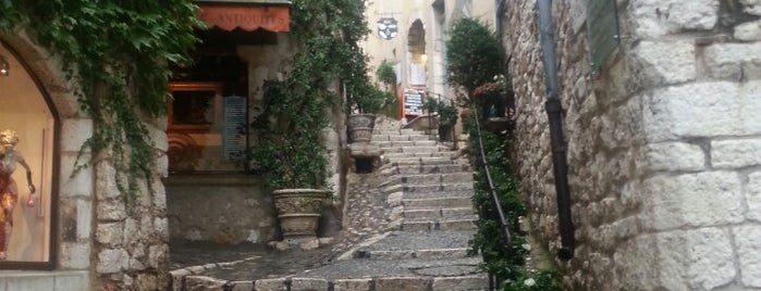 Saint-Paul-de-Vence is one of Gidilesi yerler :).