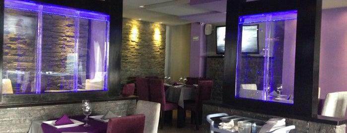 Aketzali Bar & Grill is one of Victoria'nın Beğendiği Mekanlar.