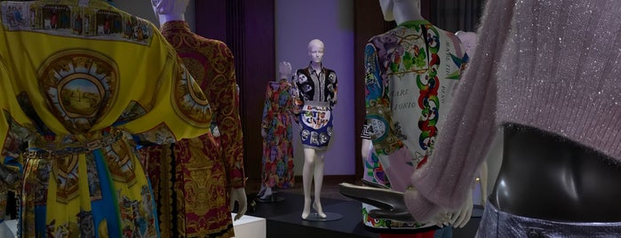 Gianni Versace RetroSpective is one of สถานที่ที่ Miguel ถูกใจ.