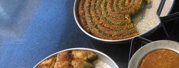 Memik Dede Peynirli Künefe & Baklavaları is one of Gaziantep.