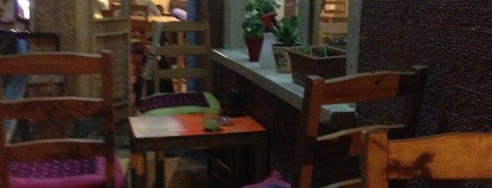 Drums Cafe is one of Gizemli'nin Kaydettiği Mekanlar.