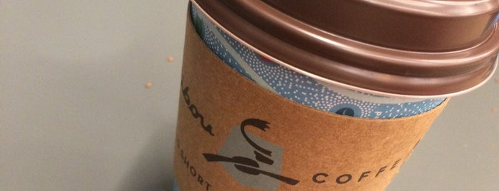 Caribou Coffee is one of Tempat yang Disukai Serpil.