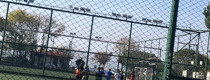 Kadıköy Belediyesi Gençlik Merkezi Halı Saha Tesisleri is one of ● Fenerbahçe Republic ★☆★.